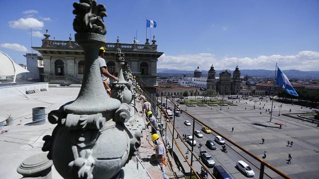 Ministro Chea Urruela supervisa inicio de trabajos en fachada principal del Palacio Nacional de la Cultura