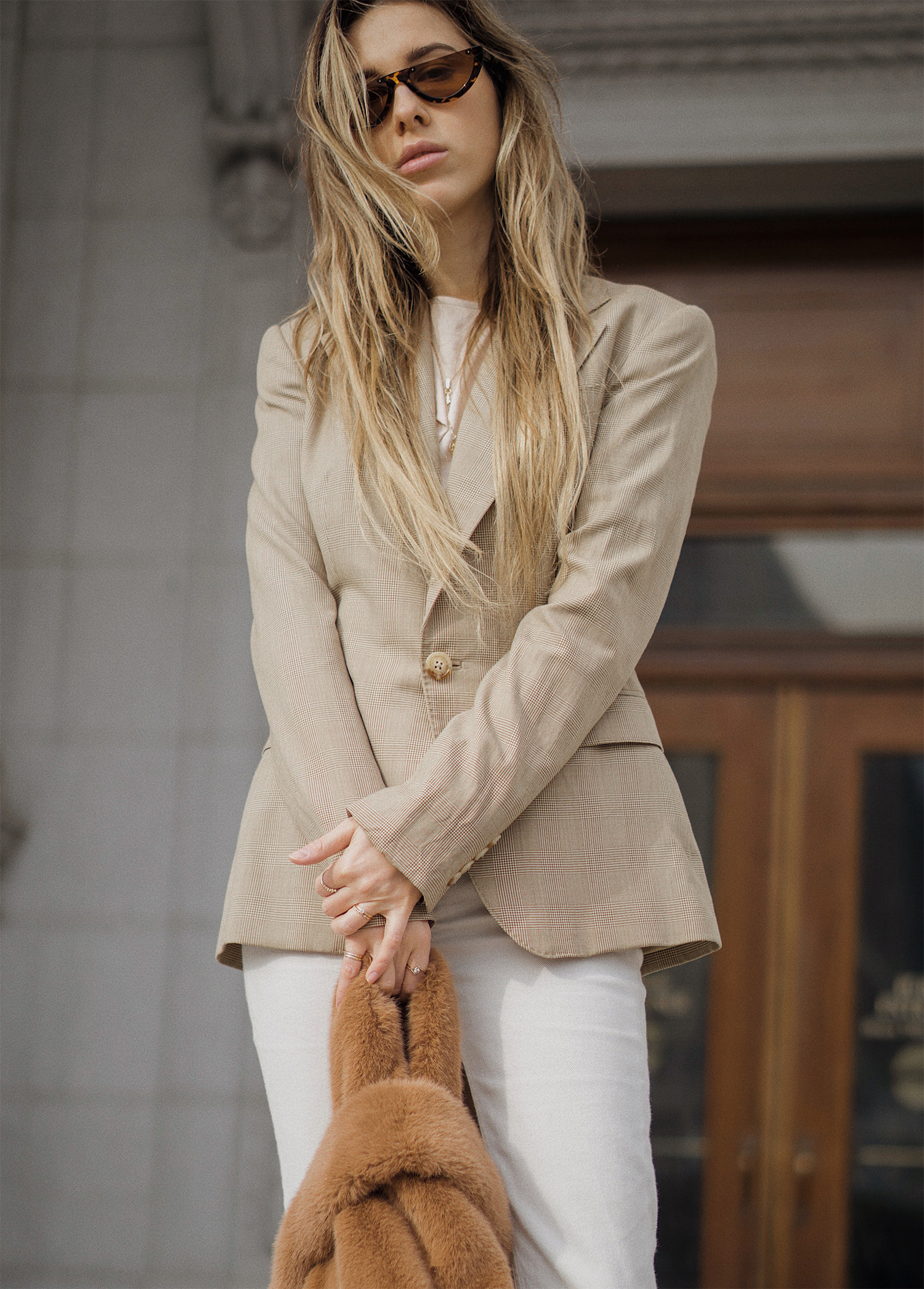 ralph_lauren_neutral_layers_outfit_fur_bag_vince_zara_trench_coat_street_style_lenajuice_thewhiteocean_05