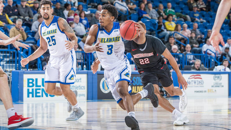 Sports Commentary: Men's basketball tries to stay afloat