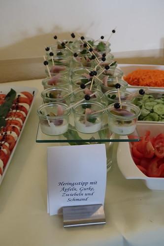 Heringsstipp im Portionsglas (auf dem Vorspeisenbuffet im Victoria-Hotel Minden)