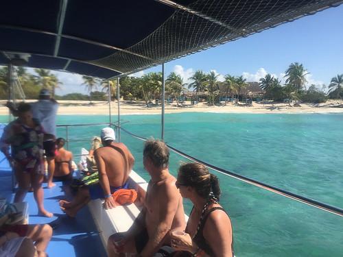 53 - Approaching the beach - Isla Catalina