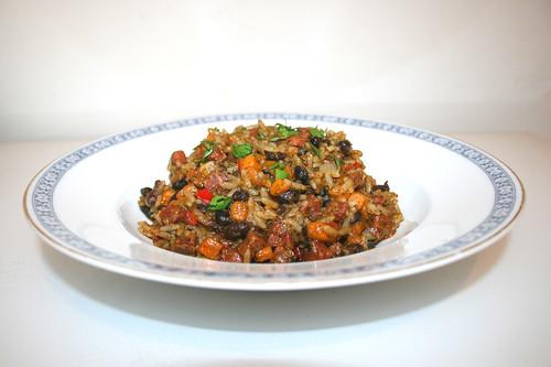 58 - Chorizo rice skillet with salsa verde & sweet potatoes - Side view / Chorizo-Reispfanne mit Salsa verde & Süßkartoffeln - Seitenansicht