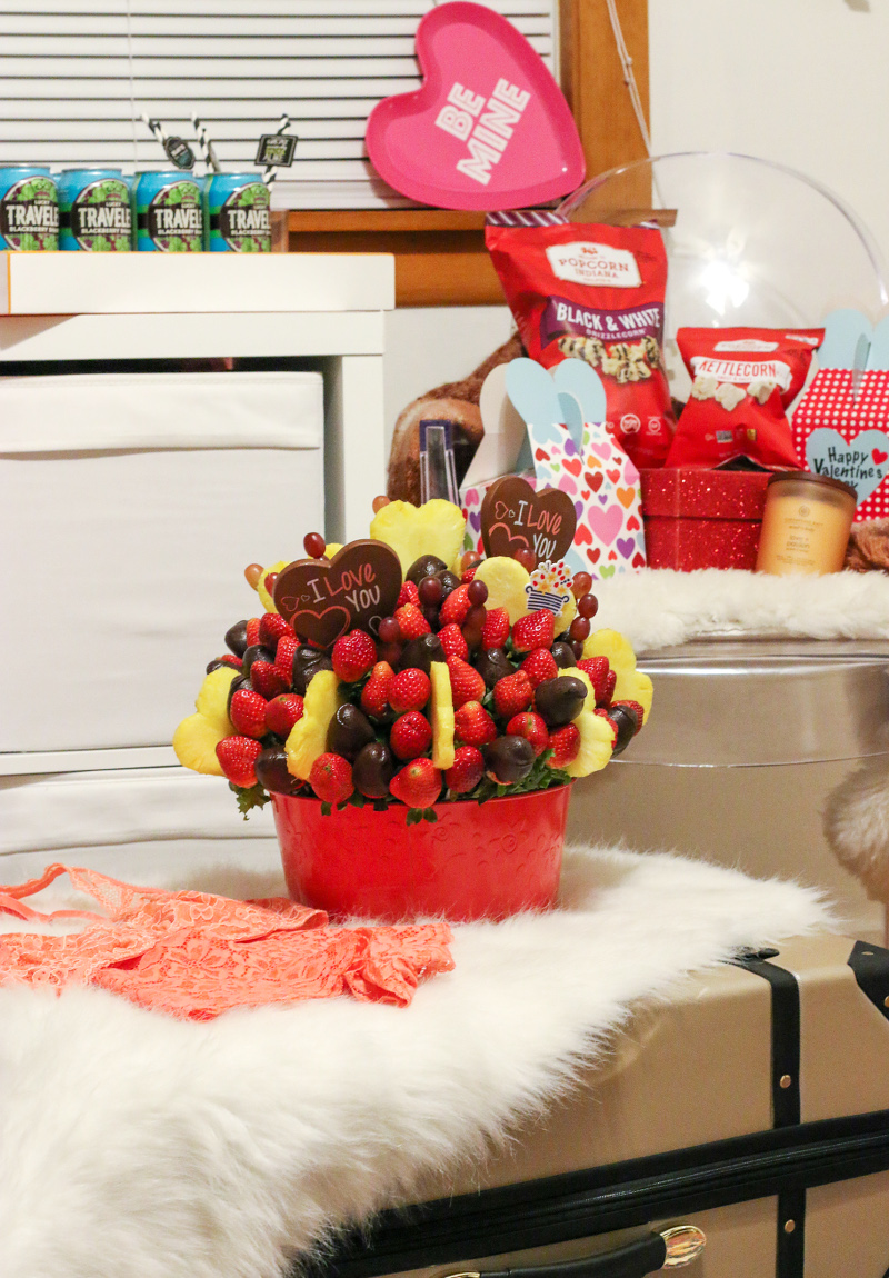 edible-arrangements-chocolate-strawberries-pineapple
