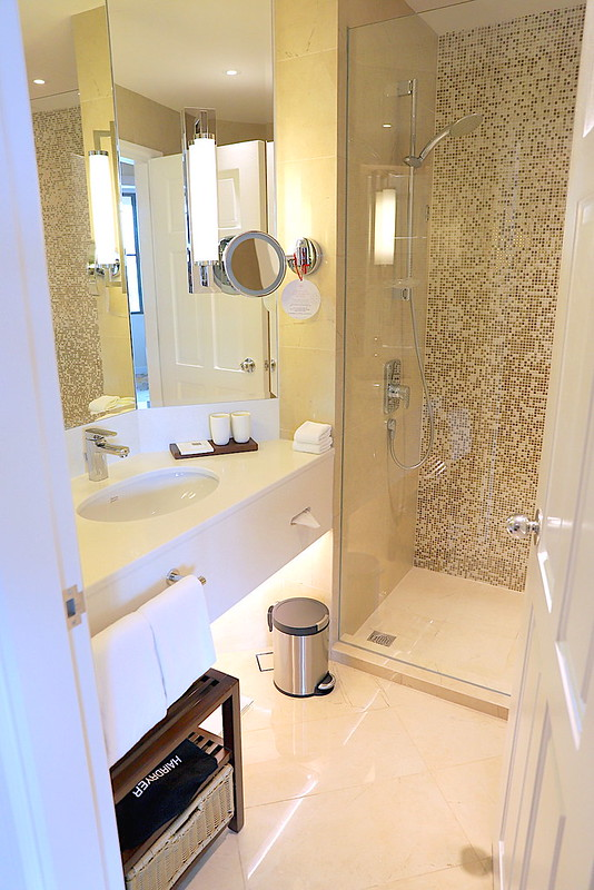 Bathroom: Swissotel Merchant Court Singapore