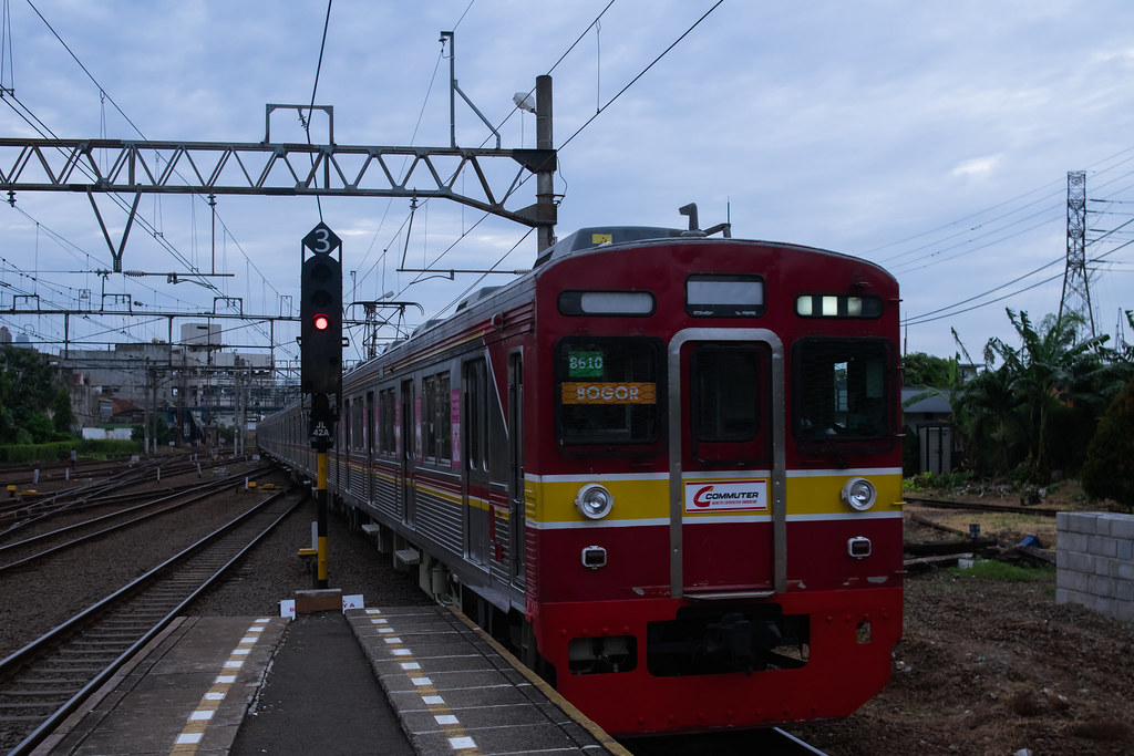 Tōkyū 8500 ( 8610F )  ; Yellow Line (Jatinegara) ; Stasiun Jatinegara