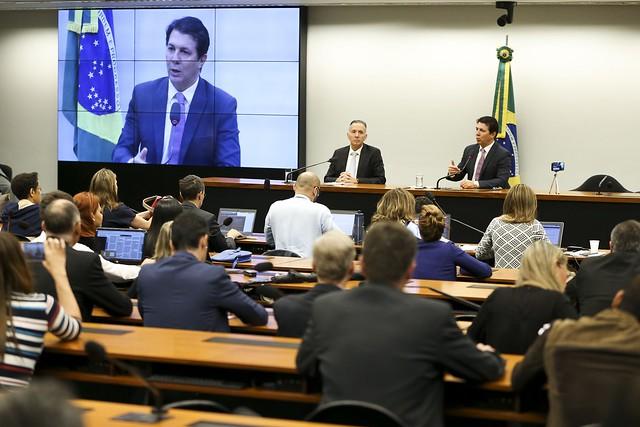 O líder do governo na Câmara dos Deputados, Aguinaldo Ribeiro e o relator da reforma da Previdência, deputado Arthur Maia - Créditos: Marcelo Camargo/Agência Brasil