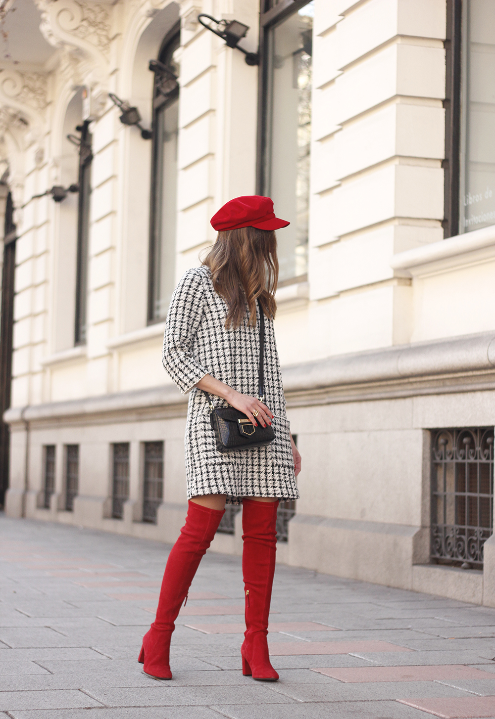 squares dress red over the knee boots givenchy bag red cap winter outfit look invierno06