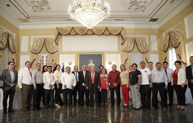 Firma del Acuerdo de Incremento salarial para el gremio Nacional de Maestros.