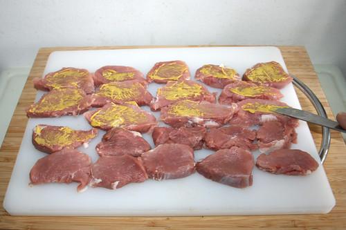 28 - Schweinefilet mit Senf bestreichen / Spread pork tenderloin with mustard