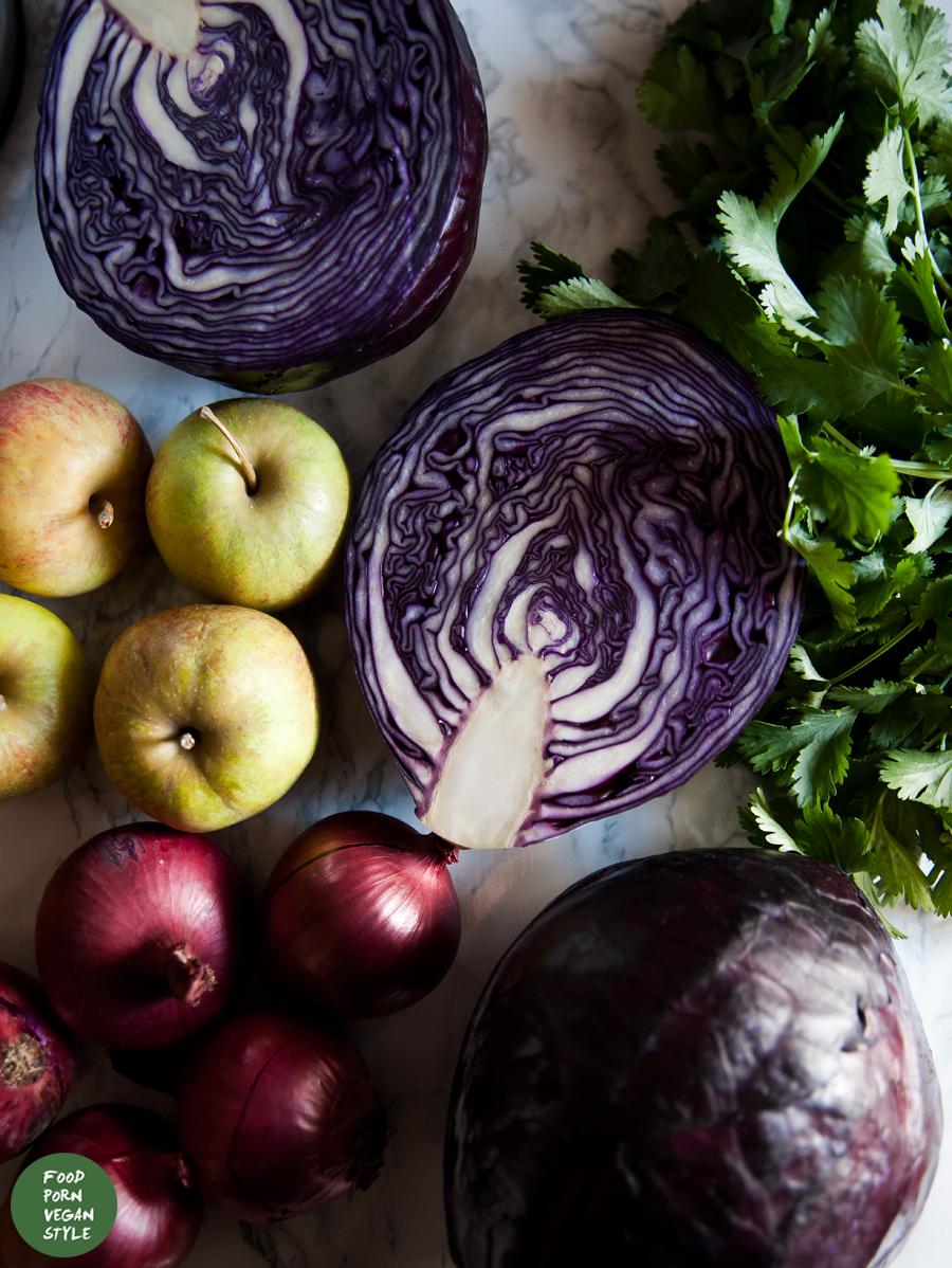 Stewed red cabbage with cumin, paprika and bulgur wheat / Duszona czerwona kapusta z kuminem, papryką i bulgurem