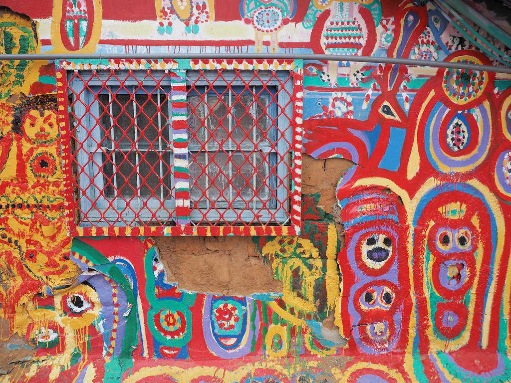 Even the window grill is painted colourfully.