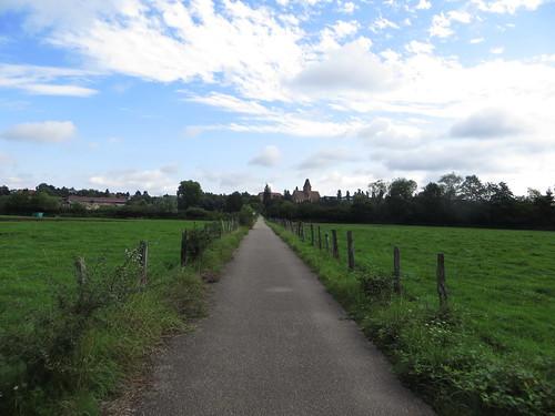 20140804 02 089 Jakobus Weg Wiese Häuser Kloster Walburga