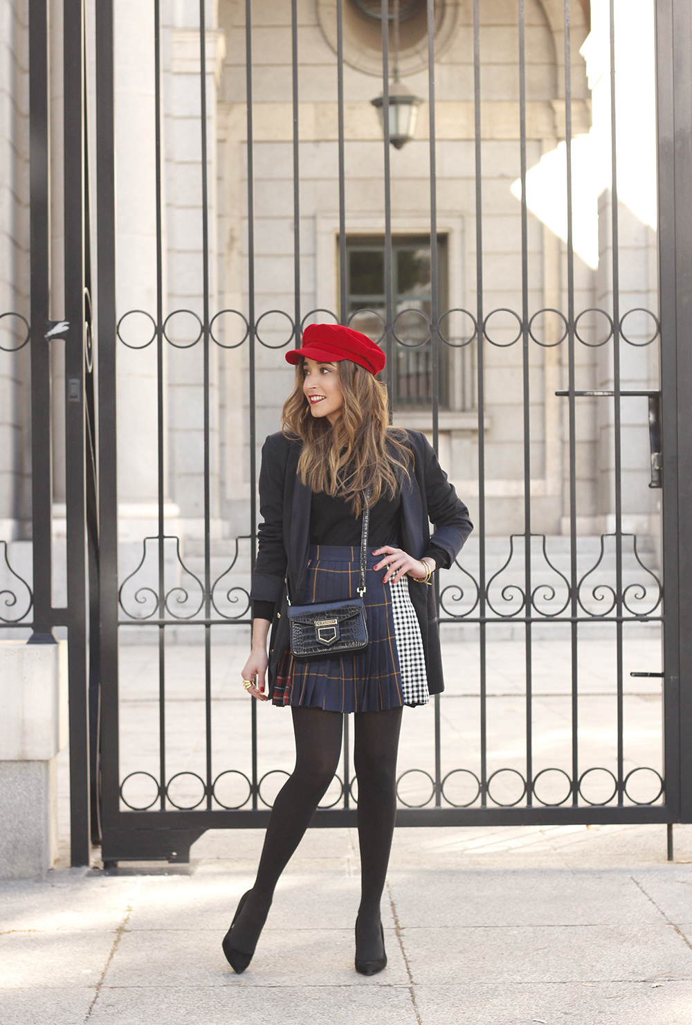 pleated skirt Scottish print Vichy print red navy cap givenchy bag winter outfit falda de tablas look invierno 20181