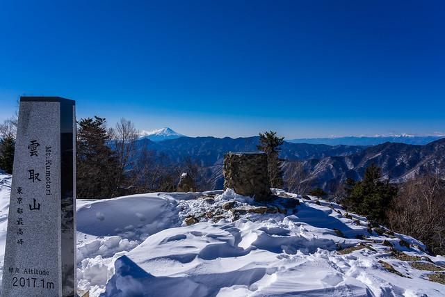 雲取山頂・・・雪は少ない
