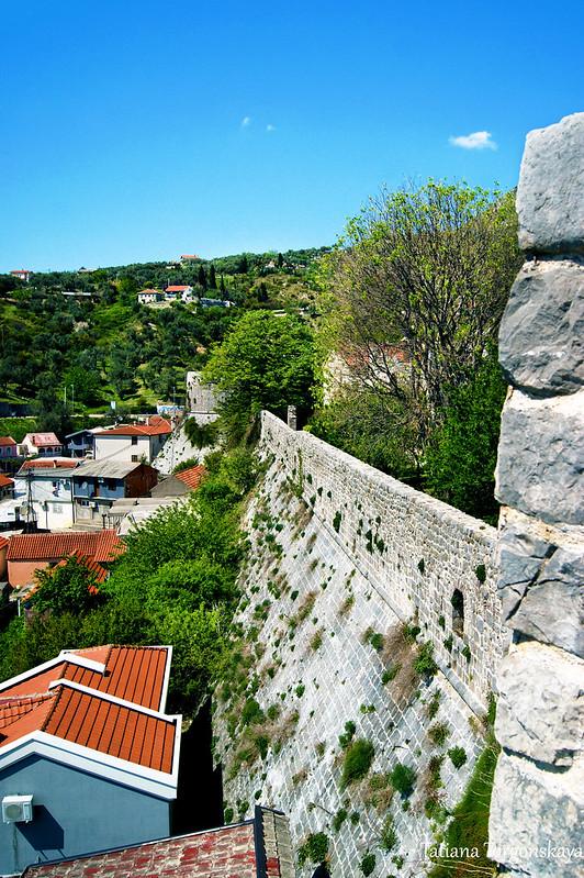 Крепостные стены и бастион Гавадола