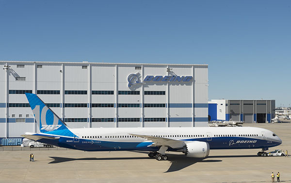 Boeing 787-10 roll out (Boeing)