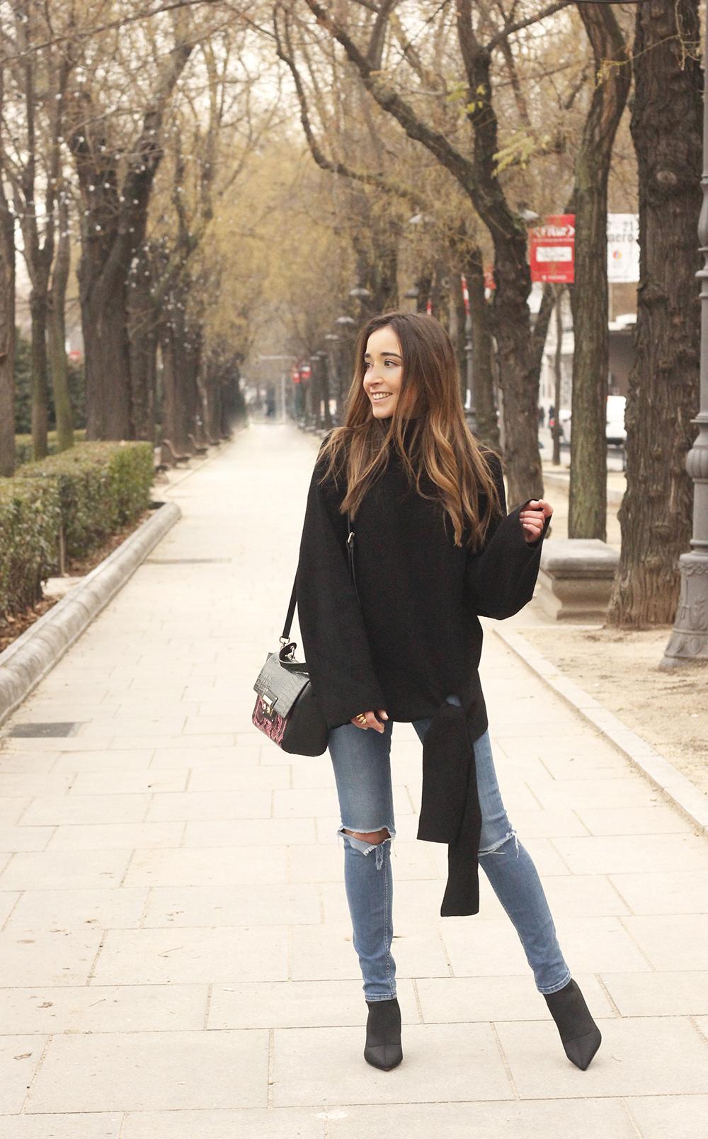 Black turtleneck sweater Uterqüe black ankle boots winter oufit 201806