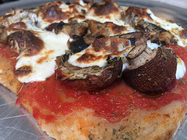 Sardine / Mushrooms pizza