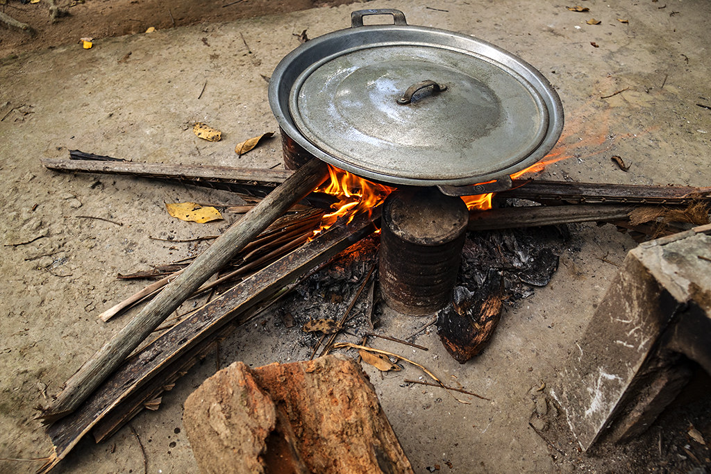 Cooking with wood--Ben Tre
