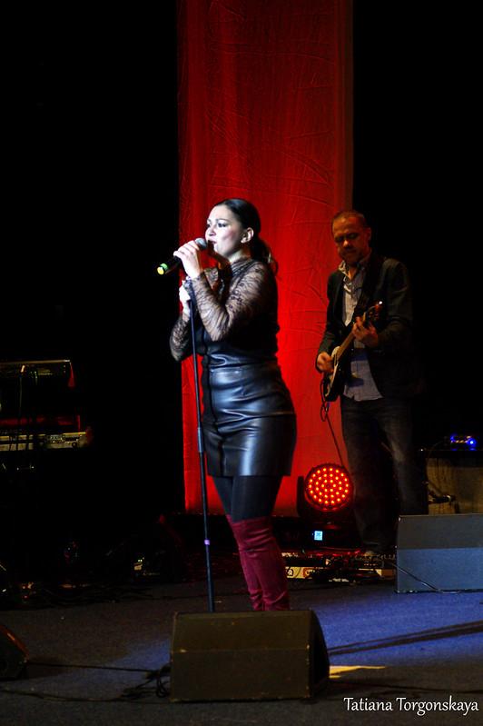 Нина Бадрич во время концерта на Открытии 49 Праздника мимозы