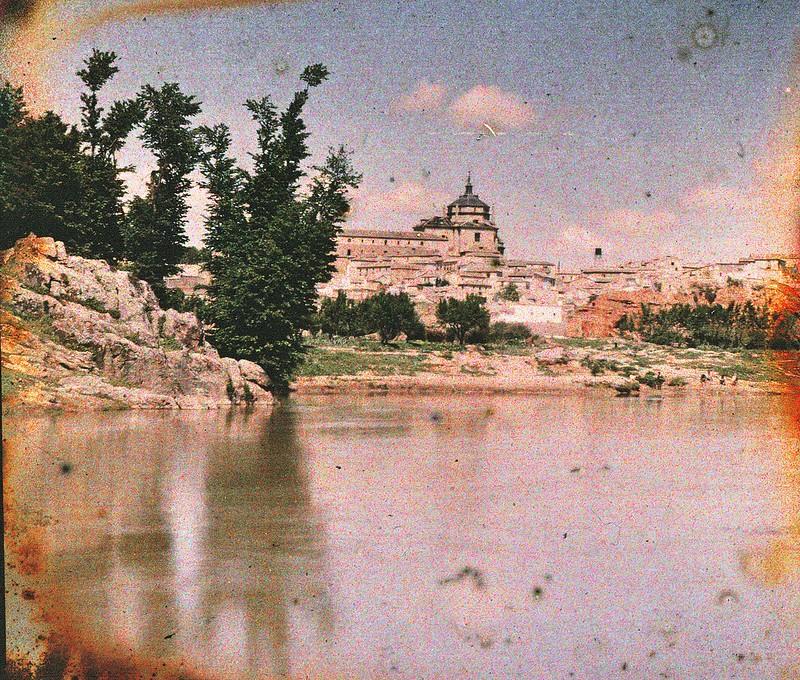 Río Tajo y Hospital Tavera desde la playa de Safont en mayo de 1914. Autocromo de Manuel Amuriza López.