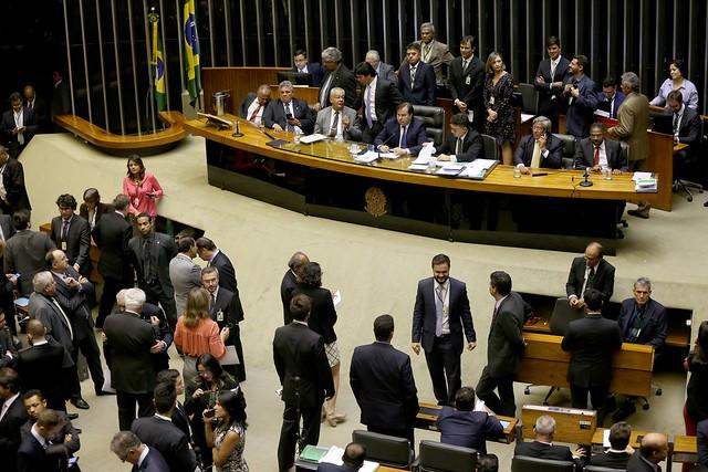 Eleição é questão pequena perto da intervenção — Moreira Franco