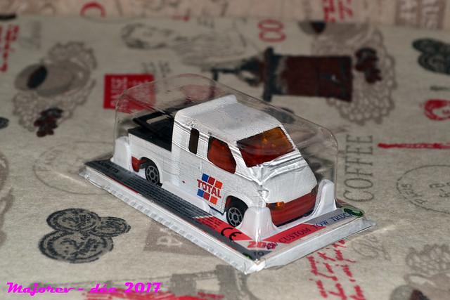 N°230 - Ford Transit Custom Tow Truck 24602703717_f2d3b2c07d_z
