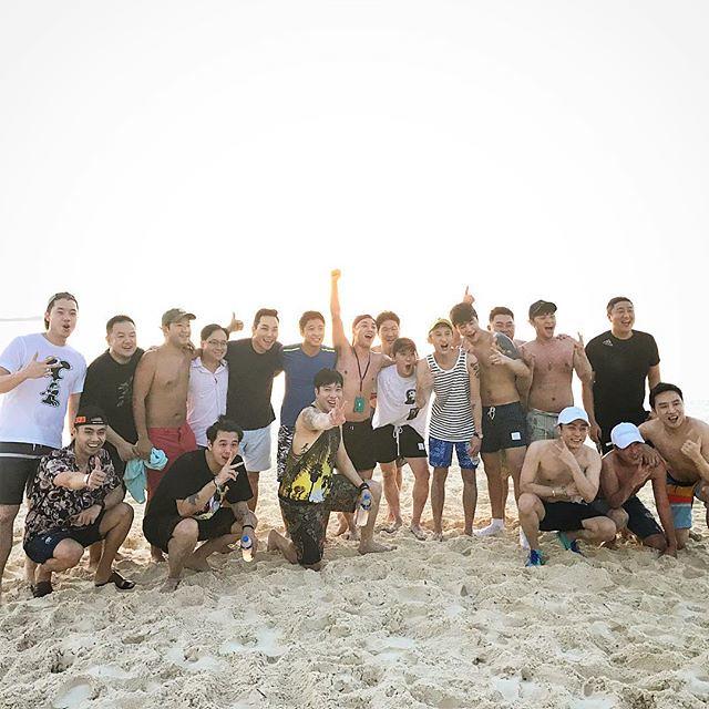 [Instagram] Kong Karoon Sosothikul (kongkaroon) Beach soccer match between Korean team vs International team! And of course, we lost lol Damn 3 tequilas each tonight! 😵😵😵 #แก๊งก 2017-12-10