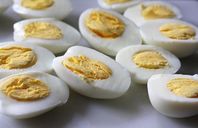 Huevos Rellenos (8)