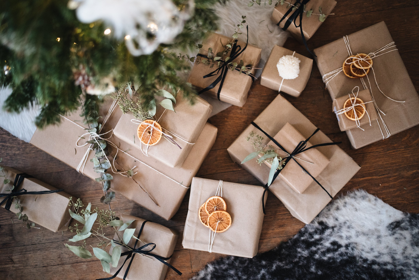 Gift Wrapping with dried oranges on juliettelaura.blogspot.com