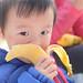 嘟嘟在五角场吃香蕉