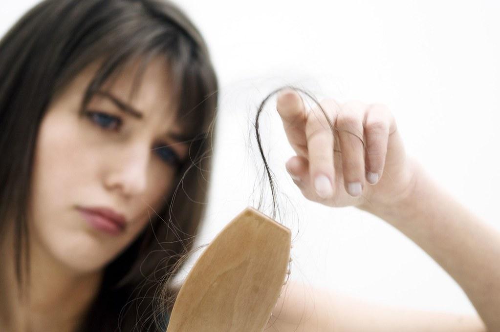 Tinh bột nghệ giúp bạn ngăn ngừa, giảm rụng tóc