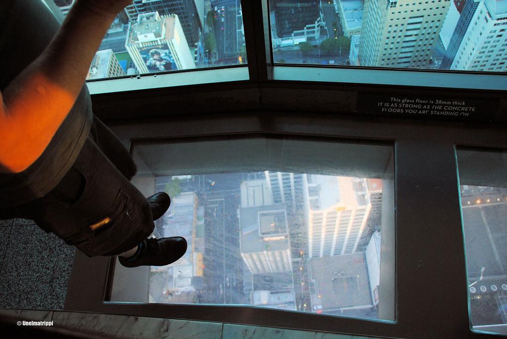 Hemmo lasilattialla Auckland Skytowerissa, Uusi-Seelanti