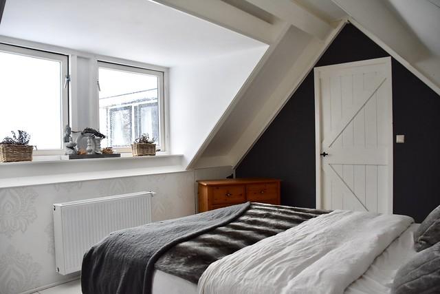 Slaapkamer zwart grijs landelijk