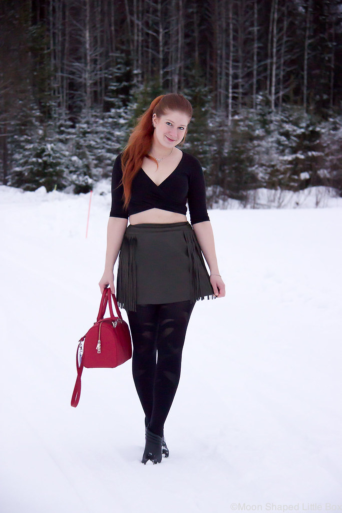 Styleblogger finland, leatherskirt with croptop