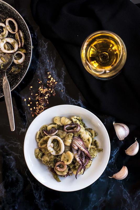 Orecchiette con broccoli e calamari