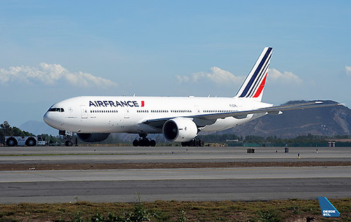 Air France B777-200ER F-GSPU push back SCL (RD)