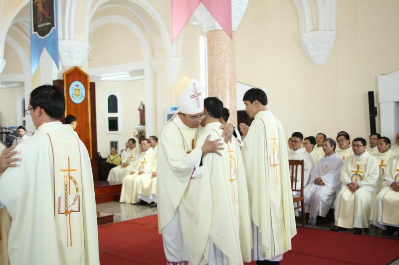 Thánh Lễ Truyền Chức Linh Mục Giáo Phận Qui Nhơn - Ảnh minh hoạ 107