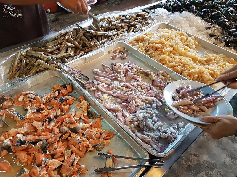 Rim Rua Kratha Ron Restaurant seafood