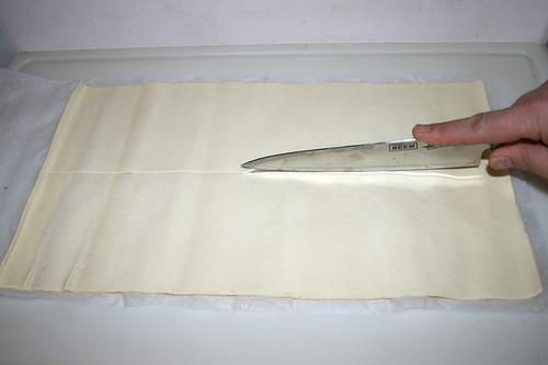 16 - Blätterteig längs halbieren / Half puff paste lengthways