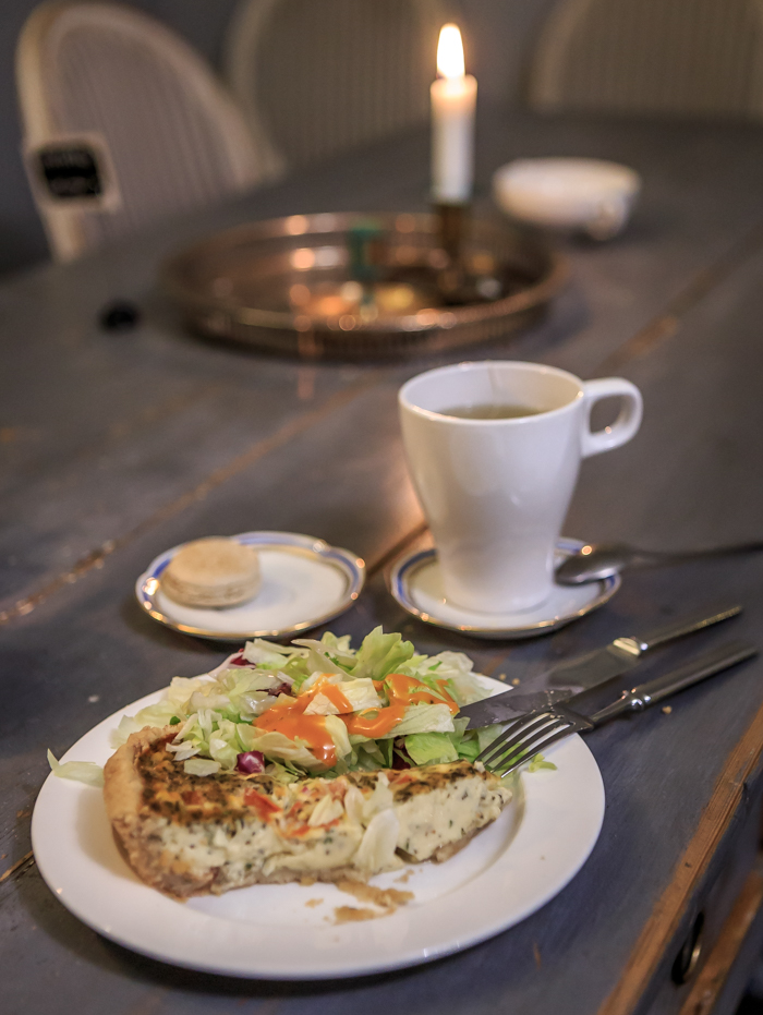 Fiskars Village iltapala fetapiirakka lakritsamacaron cafe antique kahvila antiikkikahvila