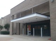 Sears Hickory Ridge Mall, front entrance