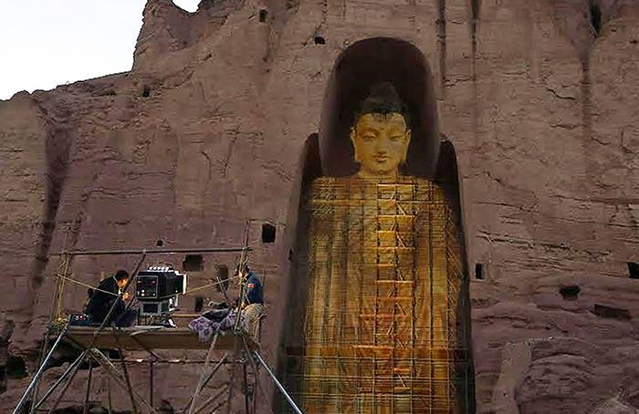 Rekonstruksi arca Buddha Bamiyan dengan teknologi proyeksi laser 3D yang menghasilkan hologram diprakarsai oleh pasangan suami-istri asal Tiongkok, Zhang Xinyu dan Liang Hong.