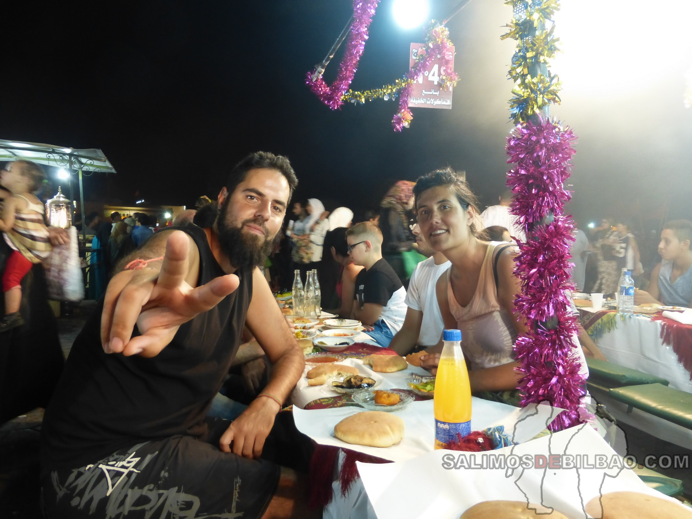708. Katz y Saioa, Cenando en Marrakech