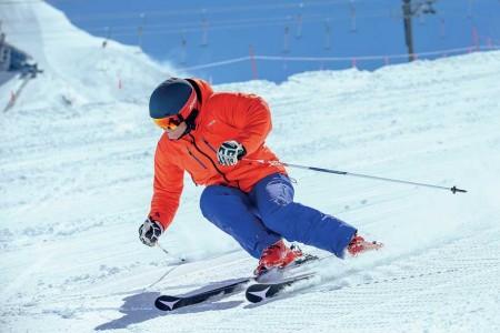 Největší anejlépe vybavenou půjčovnu lyží najdete vpražském Harfasportu
