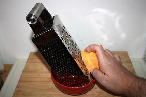 03 - Käse reiben / Grate cheese