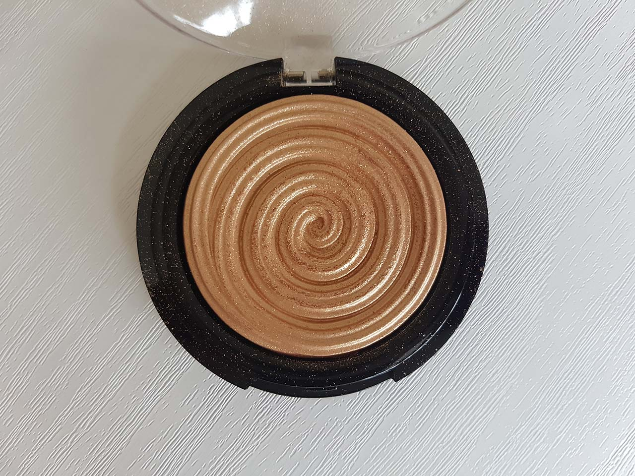 My Mixed Bag Beauty Haul: A Little of Everything - Laura Geller's Baked Gelato Swirl Illuminator: This is one of my favourite highlighters. Laura Geller is a brand I discovered this year and I am so happy I did because her makeup is excellent and affordable. This highlighter is called Gilded Honey and the result is a lovely burnished gold glow (see above swatch). The powder is set in the 'swirl' design but you only need to run a brush along the ridges to pick up a good amount of product and just one swipe gives high colour pay off. It can be as subtle or as strobe-like as you like and will work on most skin tones all year round. If you love highlighters you need to try this one.