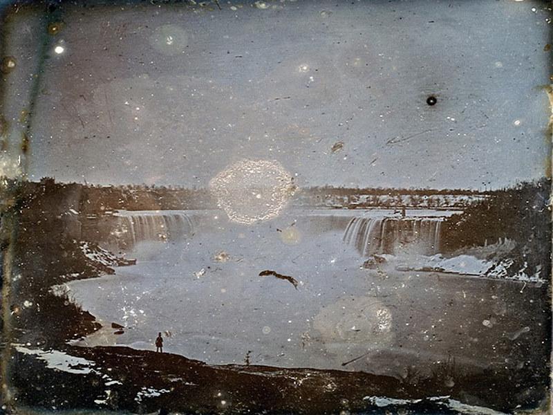 Daguerrotype_of_Niagara_Falls_by_Hugh_Lee_Pattinson_1840