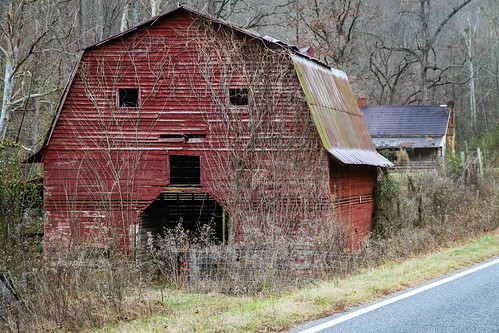 canon 7d 1585mmefs lens southcarolina upstate fairplay red gambrell roof face barn storage hay farm vintage vanishing dissappearing scenic pastoral landscape southernlife