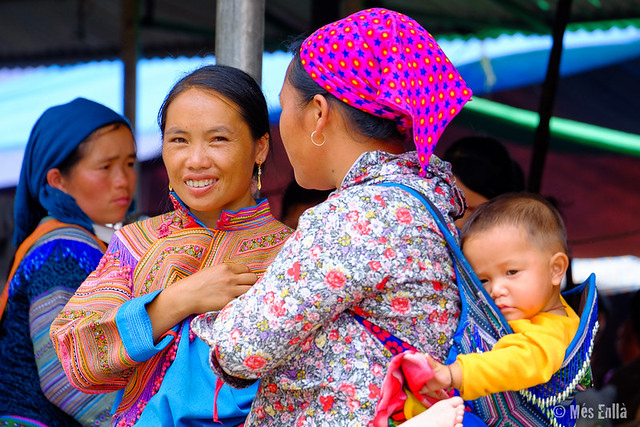 Chica Hmong en el mercado de Bac Ha